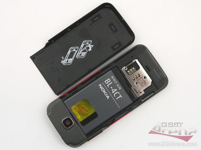 Nokia 5310, разобранная по составным частям.